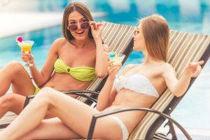 Nimfomanki na basenie - sex z nastolatkami